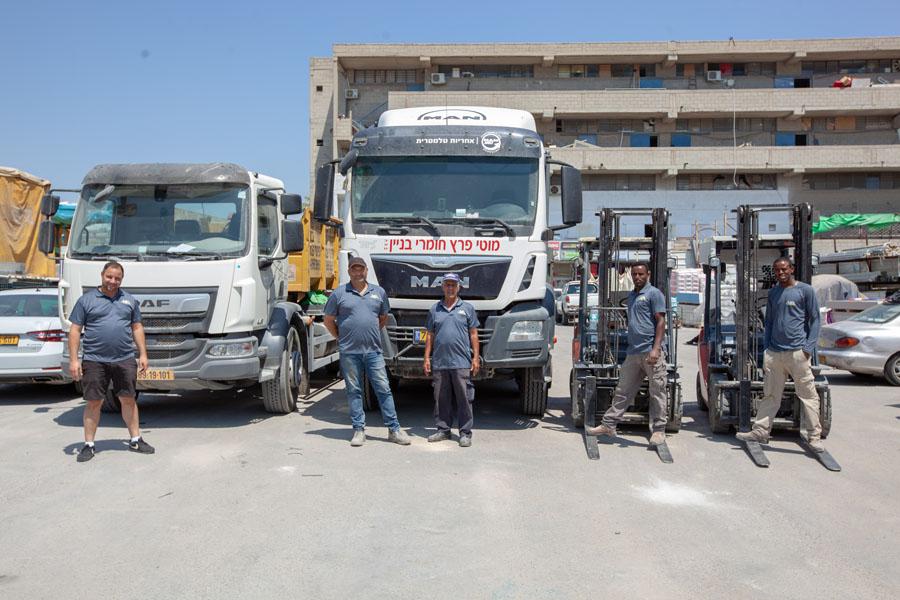משאיות רמסע להצבה ולפינוי מכולות לפינוי פסולת בניין